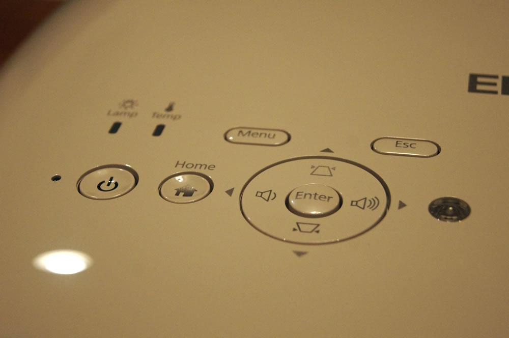 EPSON「EH-TW6700W」上面の操作ボタン