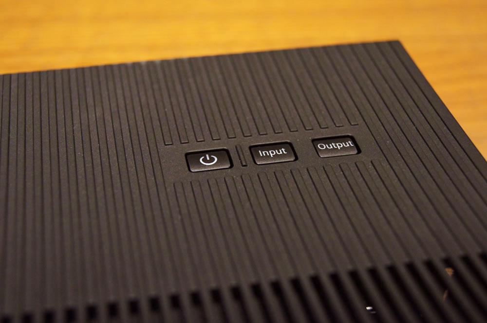 EPSON「WirelessHDトランスミッター」上面のボタン