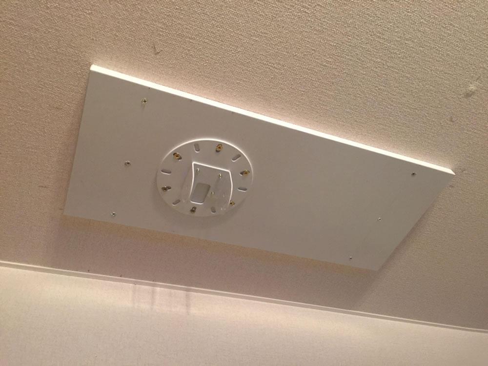 天井に取り付けた「PM-200」の天井プレート