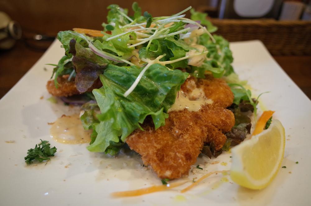 RICOH「GR」で撮った揚げチキンのサラダ