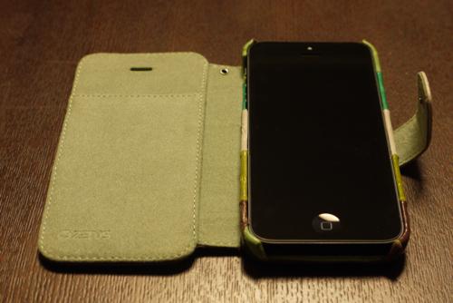 iPhoneを取り付けた「ZENUS Prestige Eel Leather」
