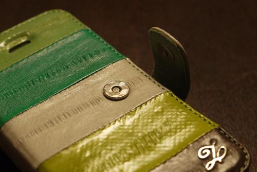 「ZENUS Prestige Eel Leather」フタはマグネット式でロック