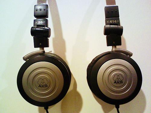 「AKG K26P」と「AKG K414P」の比較