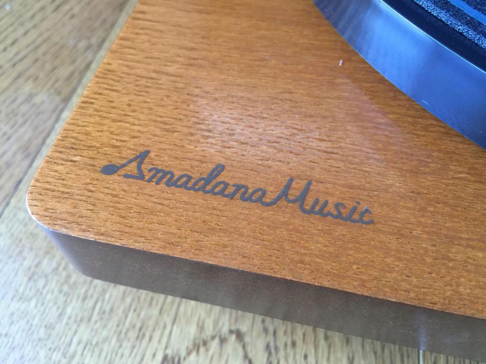 Amadana Music スピーカー内蔵レコードプレーヤー「SIBRECO」のロゴ