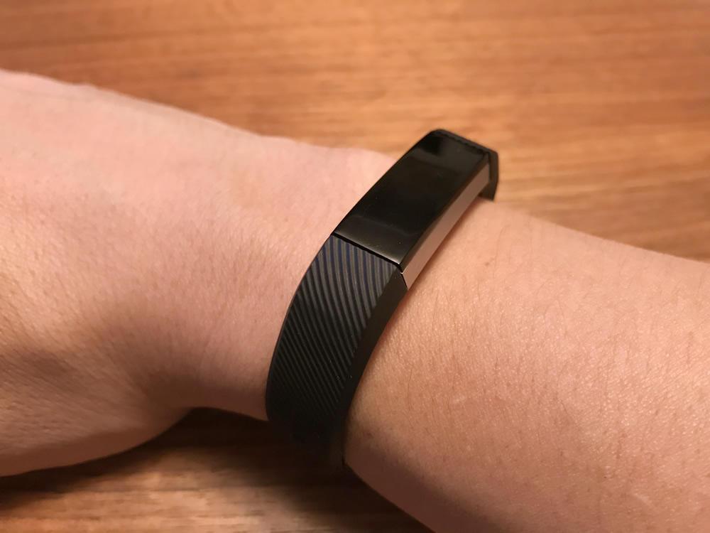 まるでfitibitの純正品のようなSnowCinda Fitbit Alta対応リストバンド