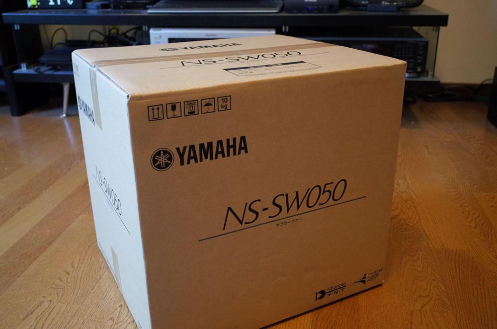 YAMAHAのサブウーファー「NS-SW050」の梱包箱