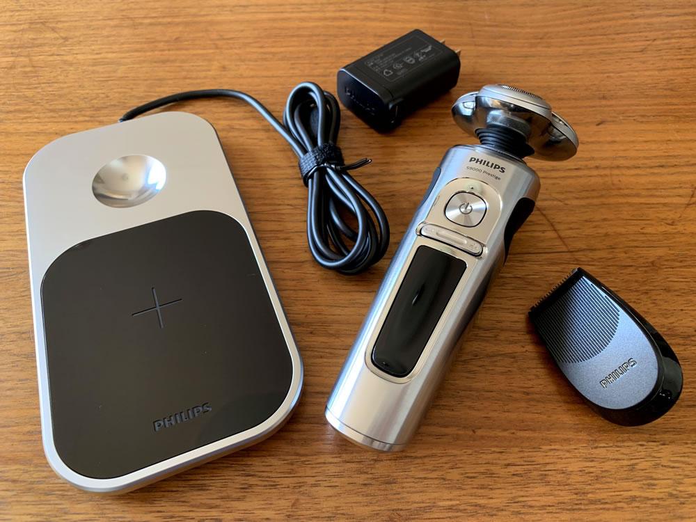 フィリップス S9000 プレステージの本体と充電器など