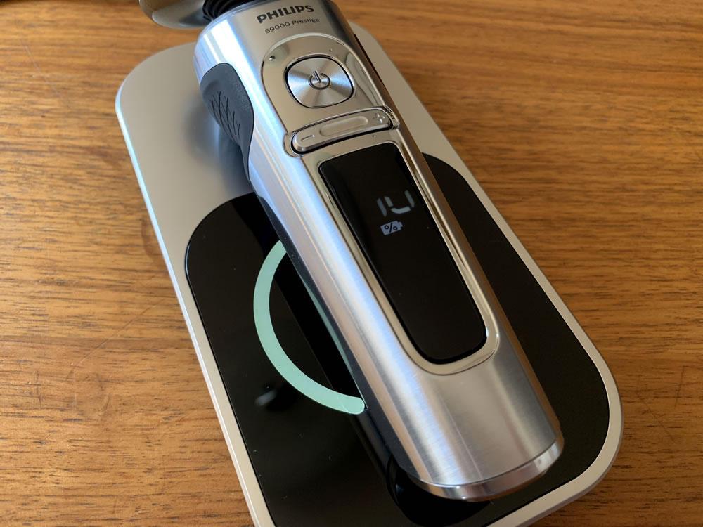 フィリップス S9000 プレステージのワイヤレス充電パッド