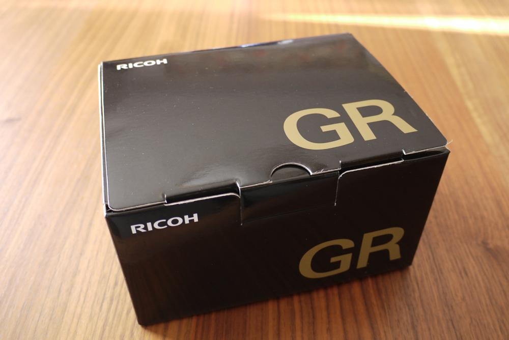 RICOH「GR」の箱