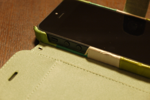 「ZENUS Prestige Eel Leather」ボリュームボタンとミュートボタン部分
